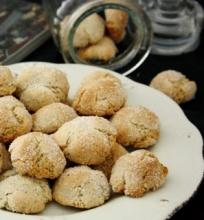 Amaretti (Itališki Migdoliniai Sausainiai) su Kava