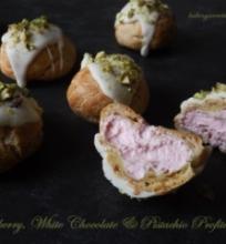 Plikyti pyragaičiai su avietėmis, baltuoju šokoladu ir pistacijomis