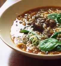 Avienos, mėtų ir rozmarinų sriuba.