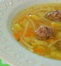 Frikadelių sriuba