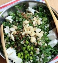 Perlinių kruopų ir petražolių salotos