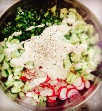 Pavasario salotos su vaganiška grietine