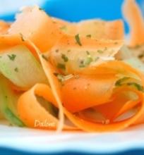 Morkų ir agurkų salotos