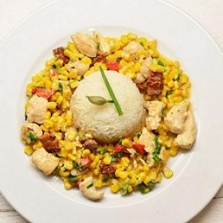 Vištienos troškinys su kukurūzais, kepta paprika ir šonine