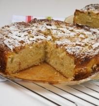 Rabarbarų pyragas su plikytu kremu