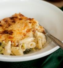 Kepti makaronai su sūriu ir brokoliais