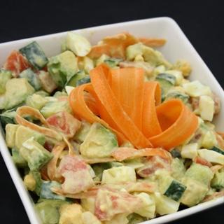 Daržovių, Avokado ir Kiaušinių Salotos