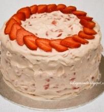 Šviežių braškių tortas