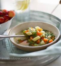 Vasariška daržovių sriuba