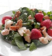 Špinatų salotos su braškėm ir mozzarella