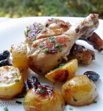 kepta vištiena su kalamata alyvuogėmis ir bulvėmis