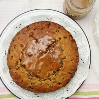 Razinų Pyragas su Karamelės Padažu