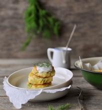 Šviežių bulvių kepsneliai su varškės sūriu