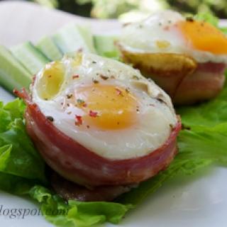 kepti kiaušiniai formelėse