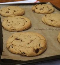 Sausainiai su šokolado gabaliukais ir kreminiu sūriu