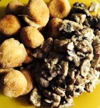 Vištiena su pievagrybiais ir bulvių kroketais