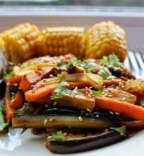 Kepintos cukinijos, baklazanai ir morkos