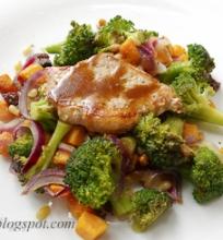 nugarinės kepsniai su brokoliais ir saldžiosiomis bulvėmis