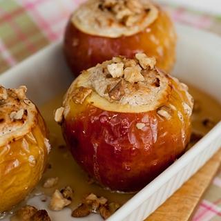 Varške įdaryti kepti obuoliai