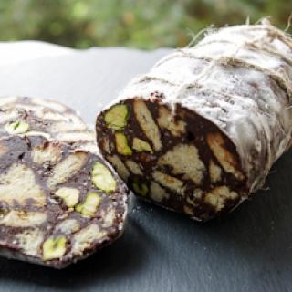"""šokoladinis """"saliamis"""" su pistacijomis"""