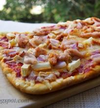 pica su vištiena, rūkyta šonine ir obuoliais