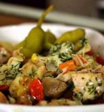 Makaronų užkepėlė su vištiena ir daržovėmis