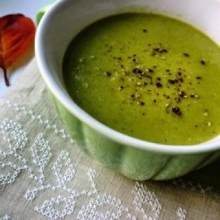 Trinta džiovintų ir žalių žirnių sriuba