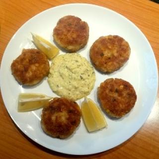 Žuvies pyragėliai su totorišku padažu