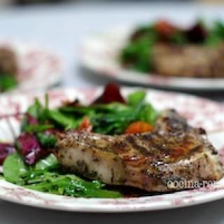 Veršienos cotelette (kotletas) su salotomis
