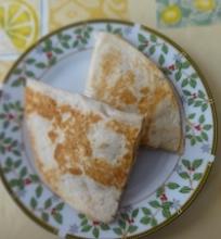 Riešutų sviesto ir bananų kesadilija