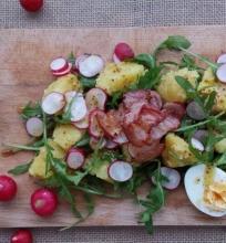 Bulvių salotos su ridikėliais ir šonine