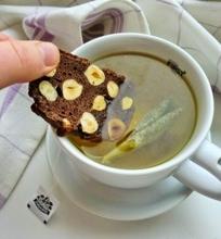 Šokoladiniai biskočiai su lazdyno riešutais