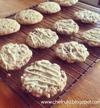 Traškūs riešutiniai sausainiai su šokolado gabalėliais