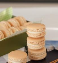 Macarons su vaniliniu sviesto kremu