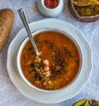 Avinžirnių, lęšių ir perlinių kruopų sriuba