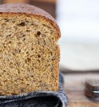 Duona su melasa