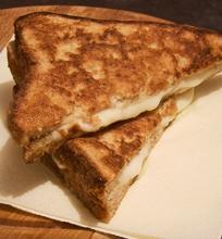 Karštas sumuštinis su mocarela