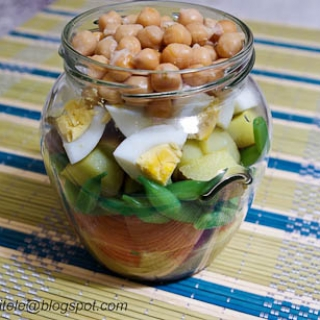 salotos stiklainėlyje