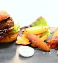 Elnienos burgeris su pomidorų čatniu
