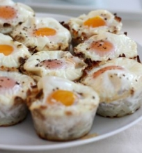 Kiaušiniai bulvių lizdeliuose