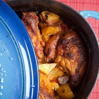 Aštrus vištienos troškinys su bulvėmis