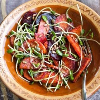 Saldžiųjų bulvių – burokėlių salotos…