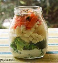 salotos su kalafiorais, brokoliais ir jogurtiniu padažu