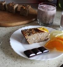 Vaisinis avižinių dribsnių pyragas su varške