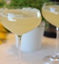 Rabarbarų Bellini Kokteilis