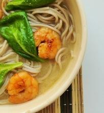 Miso sriuba su krevetėmis ir soba makaronais