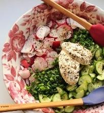 Ankstyvos vasaros daržo salotos su grietine