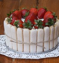 Braškių ir balto šokolado tiramisu tortas