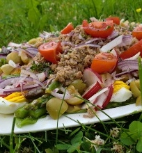 Pavasarinės tuno salotos su smidrais ir ridikėliais