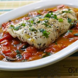 kepta lydekos file su pomidorų padažu